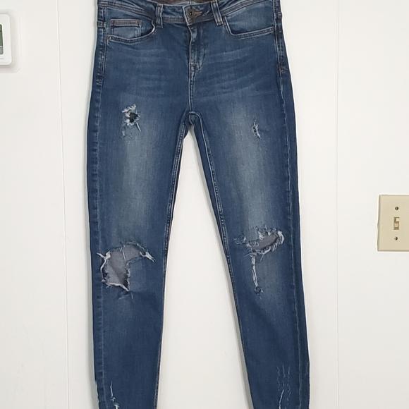 Zara Basic Distressed Jeans Size 4